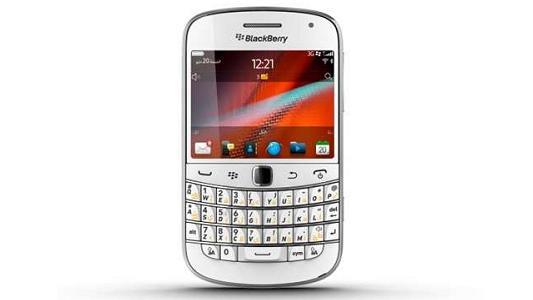 अब आ गया व्हाईट ब्लैकबेरी स्मार्टफोन