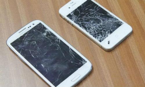 देखें वीडियो: कैसे तोड़ा सैमसंग गैलेक्सी एस3 और एप्पल आईफोन 4 एस