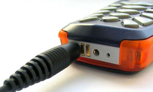 अपने फोन को तेजी से कैसे करें चार्ज
