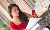 कितने लोग सोते समय भी अपने पास रखते हैं स्मार्टफोन