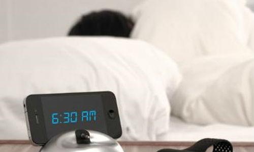 स्मार्टफोन का अलार्म छीन लेगा आपकी नींद