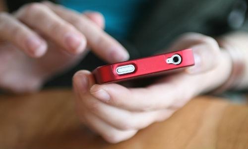 बार-बार मोबाइल फोन चेक करना एक तरह की बीमारी है