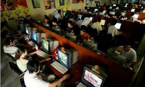 चाइना में इंटरनेट कैफे हो रहे हैं बंद