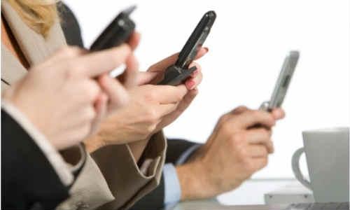 बड़े शहरों से ज्यादा छोटे शहरों में हैं स्मार्टफोन यूजर