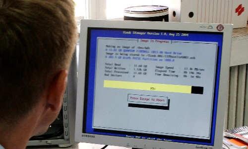 इंटरनेट अपराधों के लिए 8700 लोगों को लिया गया हिरासत में