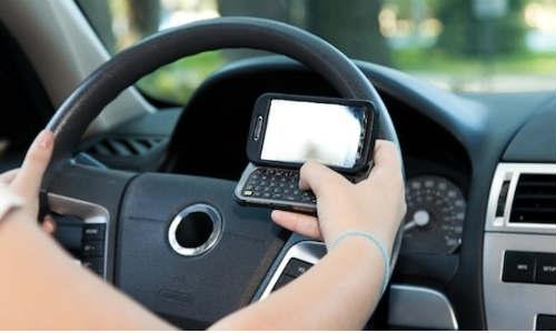 गाड़ी चलाते समय न करें 'व्हाट्सएप्प' का इस्तेमाल