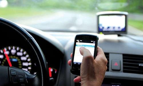 ड्राइविंग के दौरान मोबाइल प्रयोग से बच्चों को खतरा