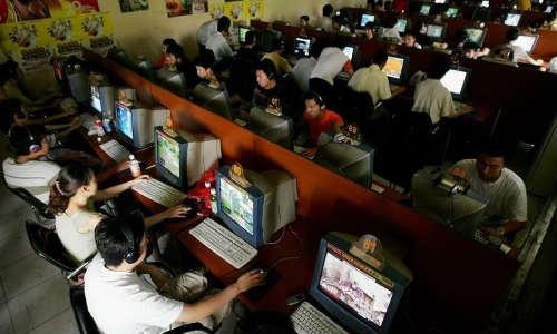 देश में इंटनेट उपभोक्ताओं की संख्या 30 करोड़