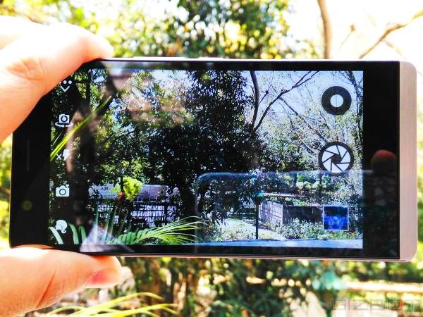 कमाल है 11,990 रुपए में स्मार्टफोन के साथ सेल्फी स्टिक फ्री