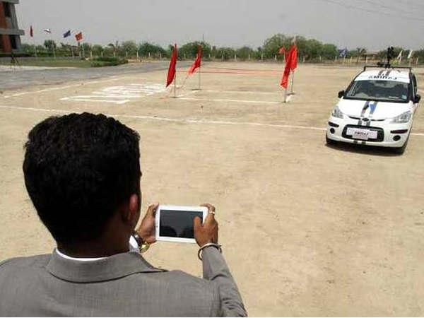 गूगल हैरान, 28 दिनों में कैसे बना ली इन भारतीयों ने ड्राइवरलेस कार