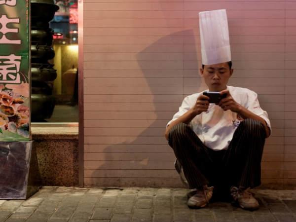 चीन में शादी टूटने का कारण बन रहे हैं स्मार्टफोन