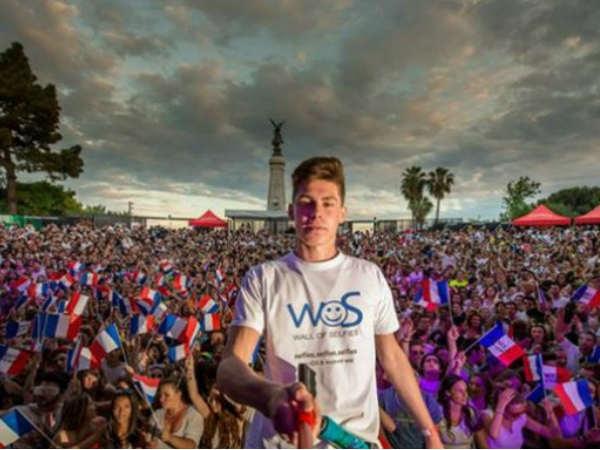 मेक्सिको में सेल्फी का विश्व रिकॉर्ड बनाने की कोशिश