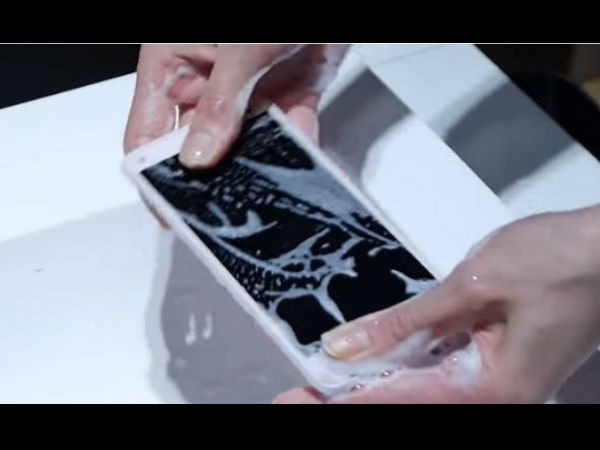 दुनिया का पहला स्मार्टफोन जिसे साबुन से धो सकते हैं आप.!!