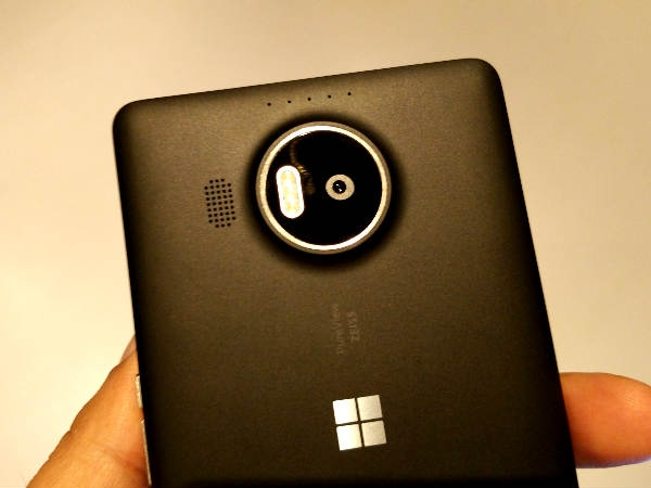 माइक्रोसॉफ्ट ने उतारे पहले विंडो 10 ओएस स्मार्टफोन, लूमिया 950, 950 एक्सएल
