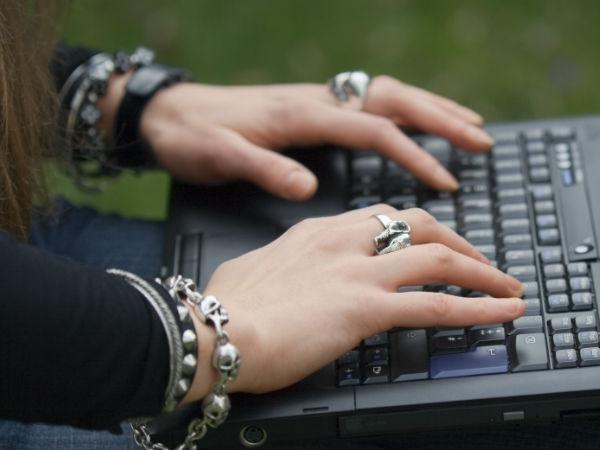 हाथों के दर्द से छुटकारा दिलाएगा ये सॉफ्ट एंड फ्लेक्सिबल कीबोर्ड..!