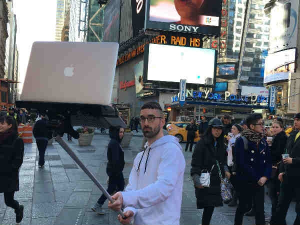 स्मार्टफोन ही नहीं पूरा लैपटॉप उठा सकती है ये सेल्फी स्टिक!