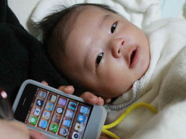 iPhone के लिए बेच दिया बच्चा!