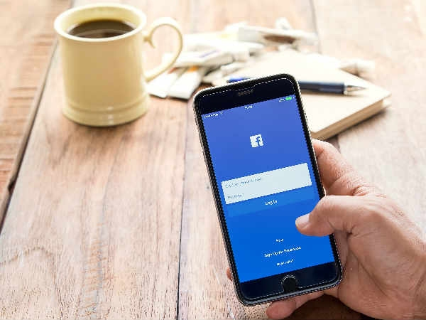 मैसेंजर हो गया पुराना अब आ गया फेसबुक का 'चैटबोट्स'