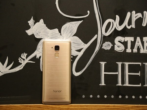 10 फीचर जो Honor 5C को श्याओमी Redmi Note 3 से ज्यादा अच्छा स्मार्टफोन बनाते हैं