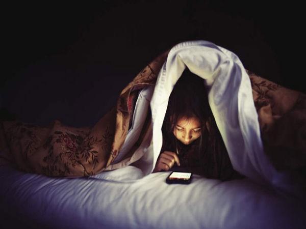 आंखों और नींद पर मोबाइल का प्रभाव