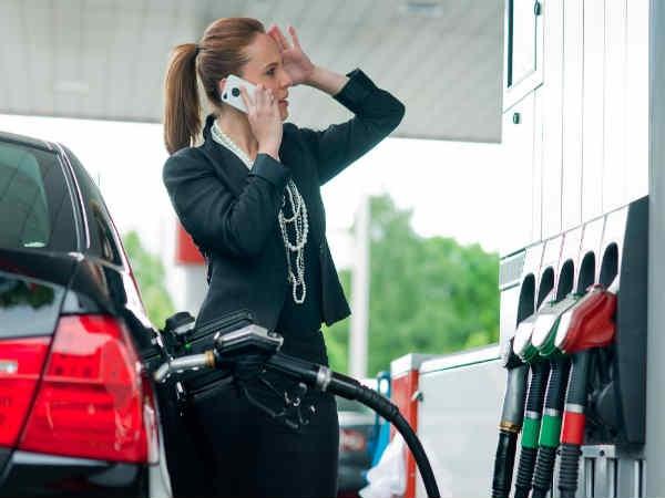 पेट्रोल/गैस स्टेशन पर क्यूं न करें फोन का इस्तेमाल