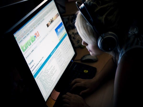 इंटरनेट पर क्या करना होता है अपराध