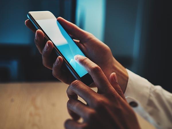 स्मार्टफोन से इस्तेमाल से कैसे ढ़ल जाती है उम्र