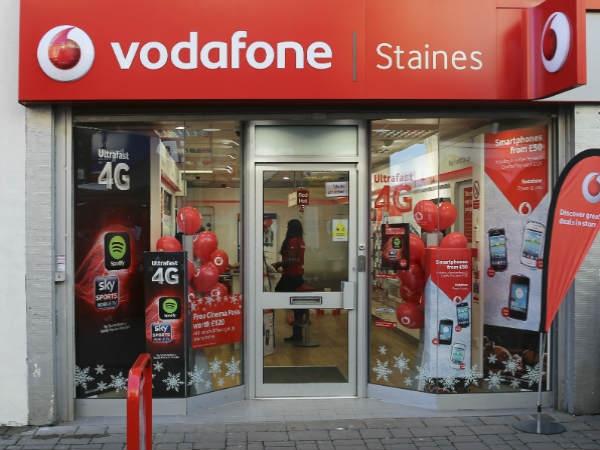 वोडाफोन इंडिया की हालत ख़राब, आईडिया या जियो में हो सकता है विलय