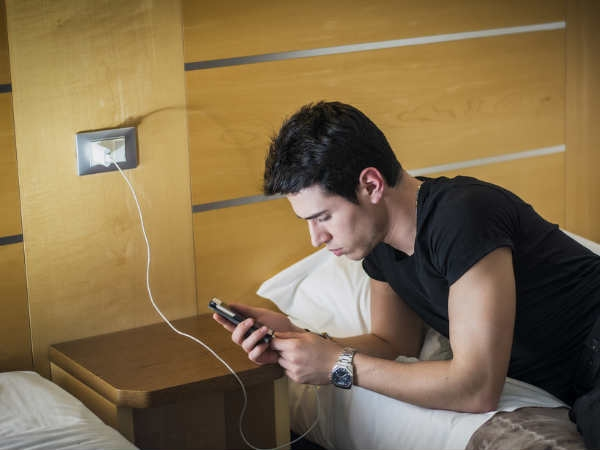 आपके फोन से जुड़े ये 5 फैक्ट उड़ा देंगे आपकी नींद!