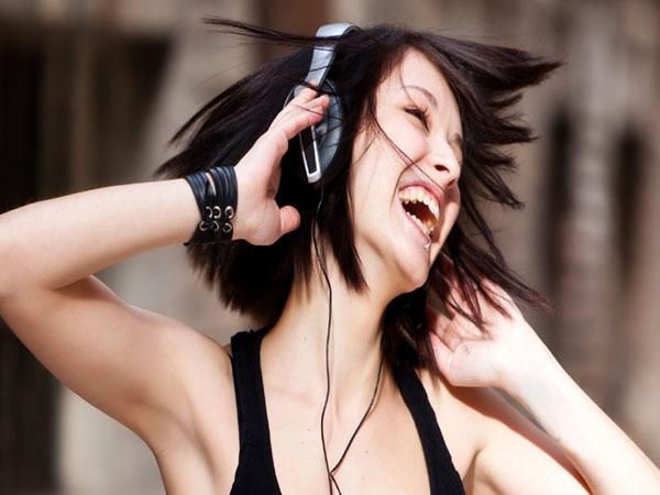 स्मार्टफोन पर गाने सुनने वालों को गूगल दे रहा है ये तोहफा !