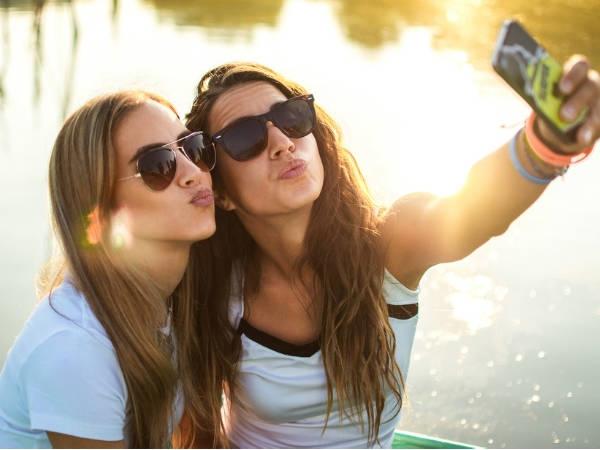 यहां जानिए, कैमरा-पाउट और लड़कियों में क्या है कनेक्शन !