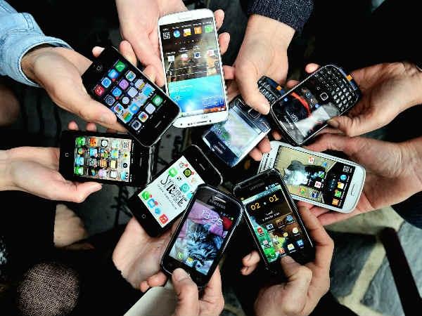 इम्पोर्टेड स्मार्टफोन पर कस्टम ड्यूटी बढ़ी, अब और ढीली करनी होगी जेब