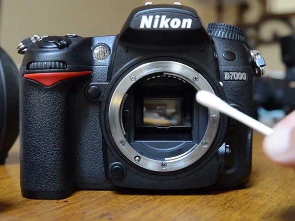 अपने डिजिटल कैमरे को इस तरह साफ करें