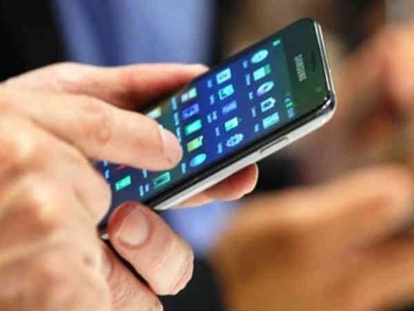 चीन ही नहीं, पूरी दुनिया देख रही है आपके फोन में मौजूद निजी जानकारी