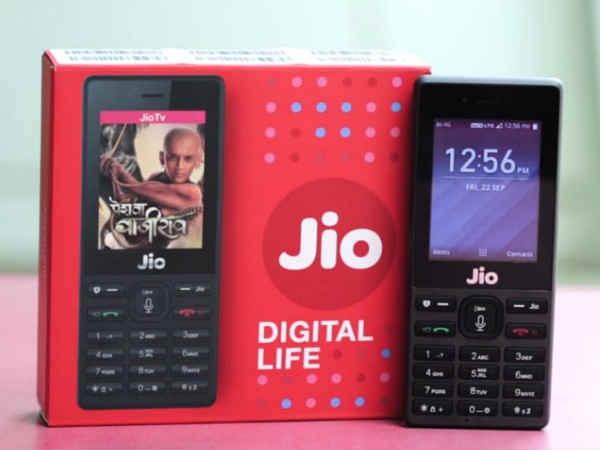 बिना रजिस्ट्रेशन मार्केट में खुलेआम बिक रहा है jioPhone