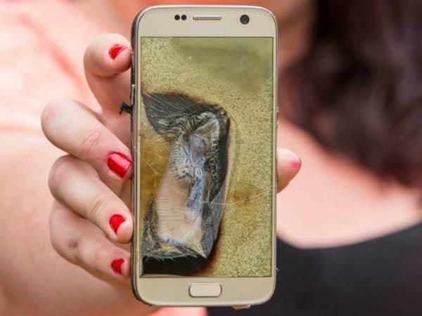 यूज़र की जेब में फटा सैमसंग स्मार्टफोन, वीडियो में हुआ कैद