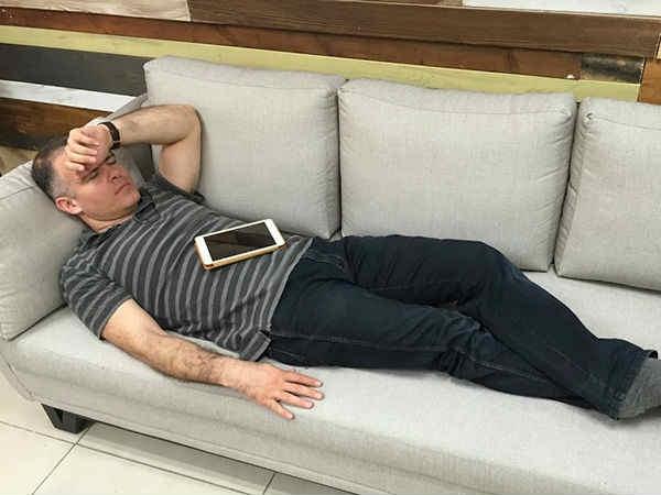 CEO को नींद क्या आ गई, हो गया कांड