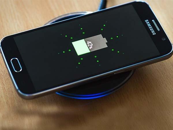 चार्जिंग के दौरान फोन का इस्तेमाल-