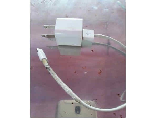 iPhone चार्ज करने के दौरान गई बच्ची की जान: रिपोर्ट