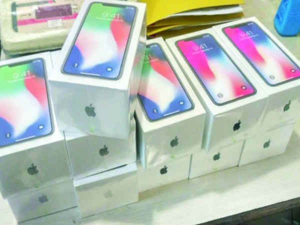 हॉन्गकॉन्ग से इंडिया कर रहा था iPhone X की तस्करी,  यूं छुपाए थे फोन
