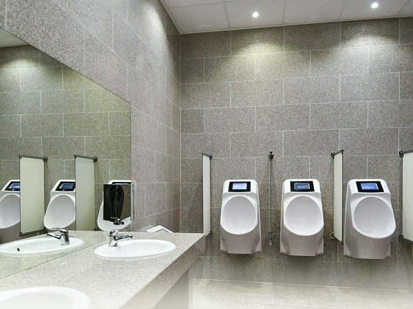 स्टार्टअप ने बनाई अनोखी टॉयलेट जो लघुशंका करते समय दिखाएगी एड