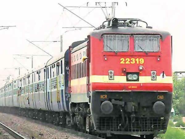 अब बिना कैश के Railway रिजर्वेशन काउंटर पर बुक होंगे टिकट