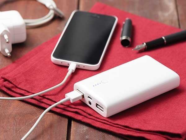 फोन की बैटरी से 2.5 गुना ज्यादा क्षमता वाला हो पावर बैंक-