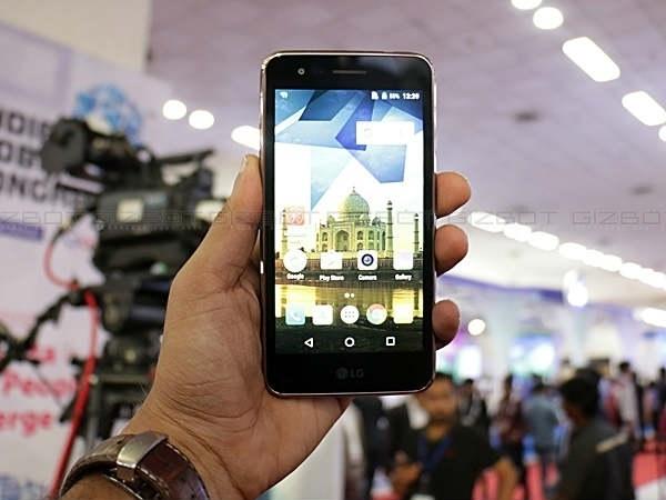 8MP कैमरे वाला LG स्मार्टफोन हुआ सस्ता, 6990 रुपए में उपलब्ध