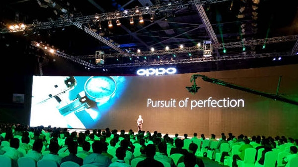 स्टार क्रिकेटर्स के साथ OPPO F7 ने इंडियन मार्केट में ली दमदार एंट्री