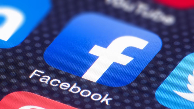 सिर्फ एक लाइक और Facebook पर खुल जाते हैं आपकी प्राइवेट लाइफ के राज