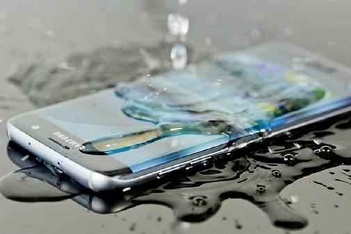 5 बेस्ट वॉटरप्रुफ स्मार्टफोन,  भीगने पर भी नहीं होगी कोई टेंशन