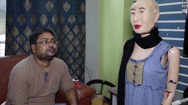 आइए आपको हिंदी बोलने वाली पहली रोबोट