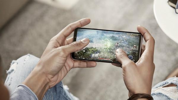 भारत में स्मार्टफोन यूजर्स प्रतिदिन एक जीबी इंटरनेट डेटा कर रहे हैं इस्तेमाल