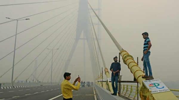 जानलेवा सेल्फी का कहर, दिल्ली के सिग्नेचर ब्रिज से गिरकर दो युवकों की मौत